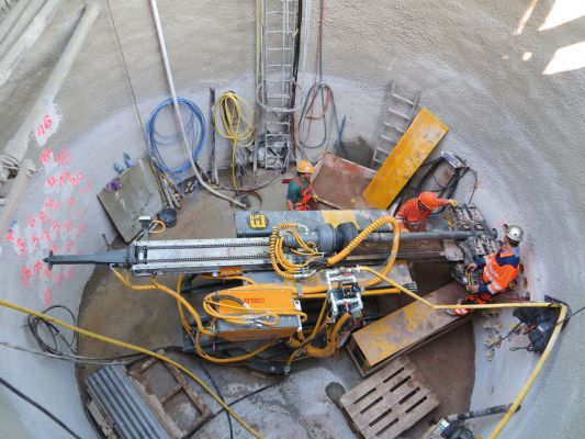 Drilling rig in a small diameter shaft