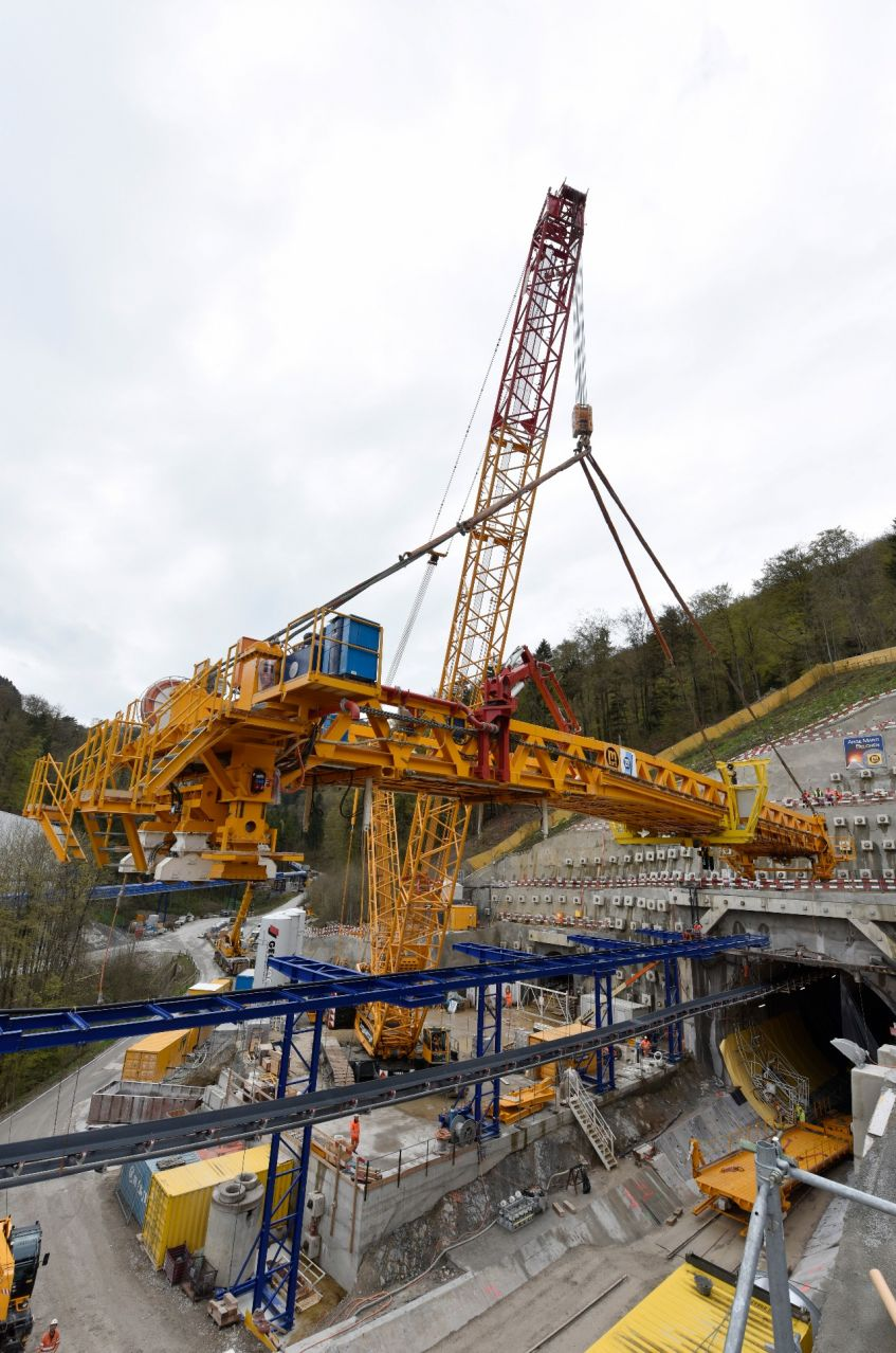 Portal Hägendorf, lifting of the bridge of the arched floor on 16 April 2016