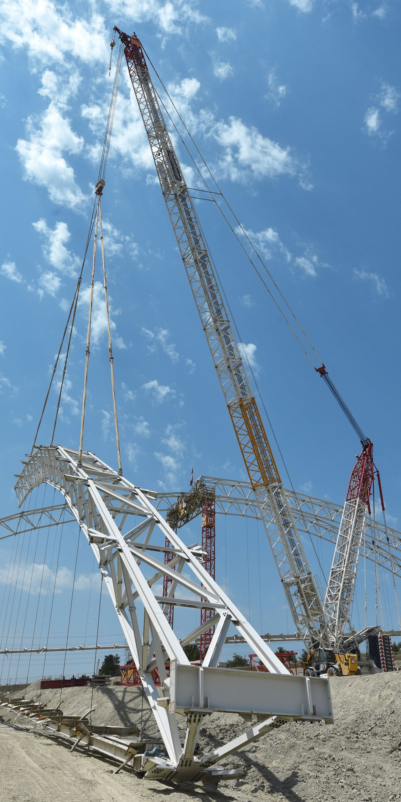 A 650-metric-ton crawler crane removing one half of an arch, weighing around 90 metric tons